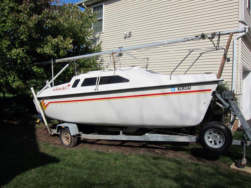 Image of a Hunter 19 sailing boat