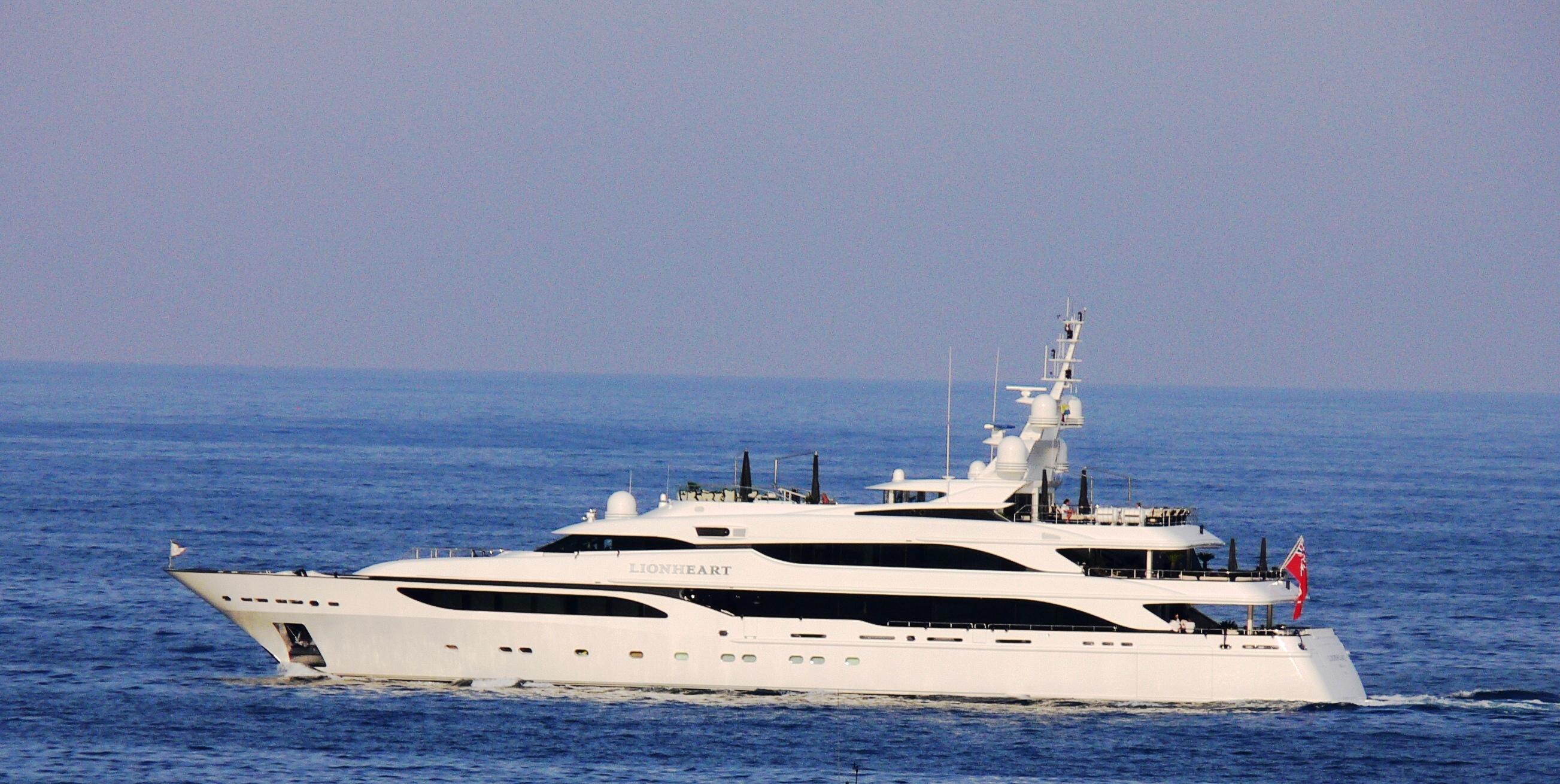 yacht-lion-heart